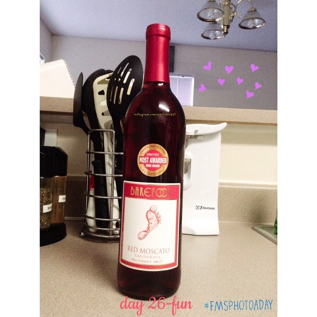 26. fun  #fmsphotoaday #littlemomentsapp always fun when I drink my fave red wine :)